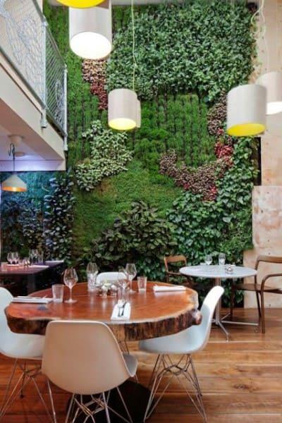 Muro verde em restaurante (foto: construindominhacasaclean.com)