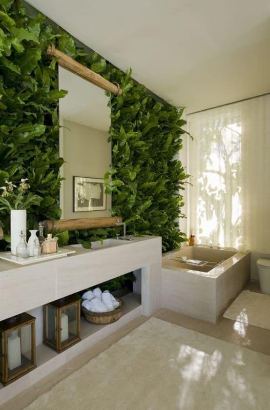 Muro verde em sala de banho (foto: Revista Viva Decora)