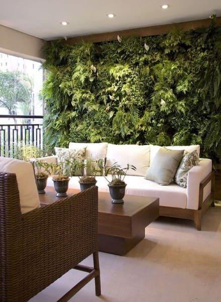 Muro verde em varanda (foto: Casa de Valentina)