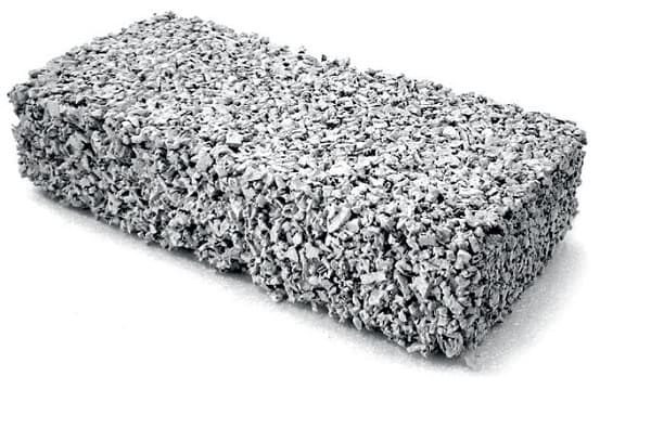 Tijolo ecológico feito com reciclagem de pneu (foto: sustentarqui.com.br)