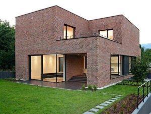 casa de tijolo ecológico com esquadrias pretas e linhas retas Foto Olaria Ecológica