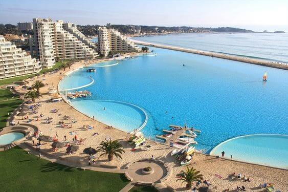 Maior piscina do mundo: faixa de areia (foto: Pinterest)