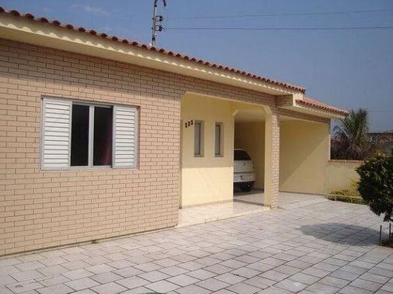 3. Casa de tijolo ecológico em fachada amarela (foto: Pinterest)