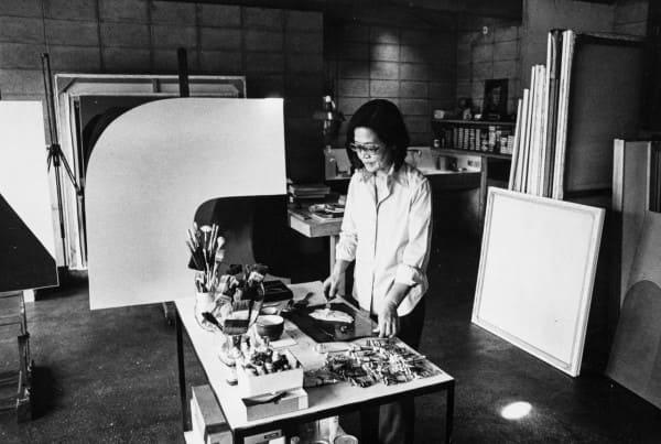Instituto Tomie Ohtake: Tomie Ohtake trabalhando no ateliê (foto: Arte que Acontece)
