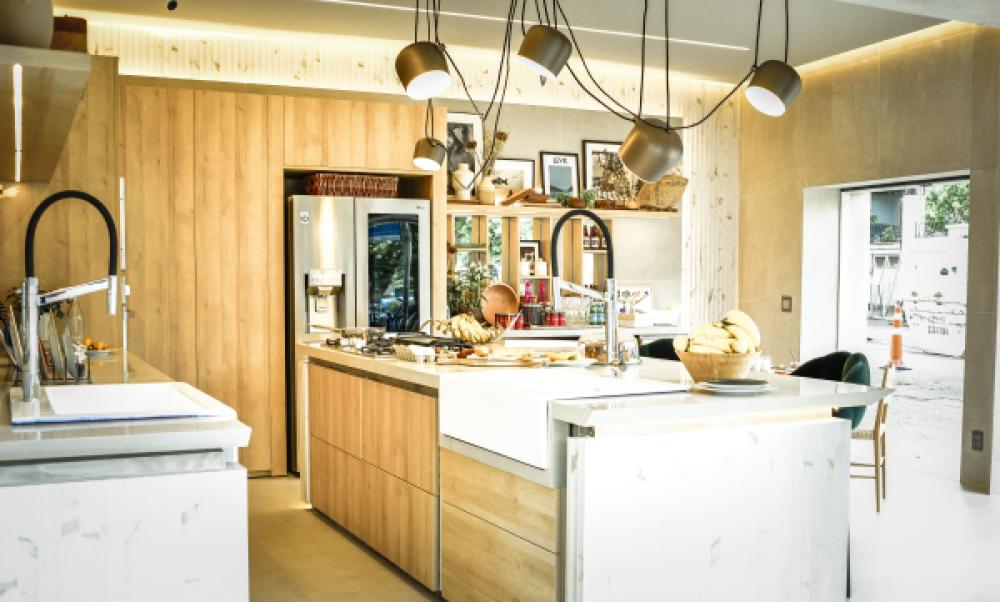 Janelas CASACOR: Cozinha Canvas Deca - Murilo Lomas