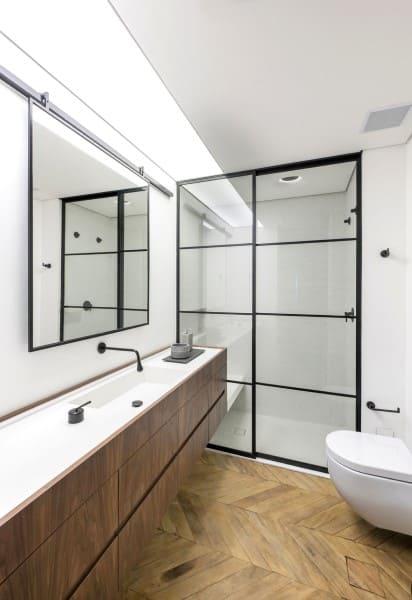 Banheiro sem janela minimalista (foto: Rua 141 Arquitetura)