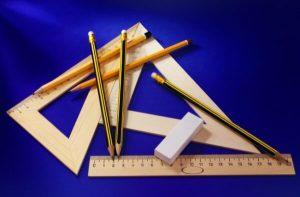 A lista de materiais vai muito além de lápis, réguas e borrachas