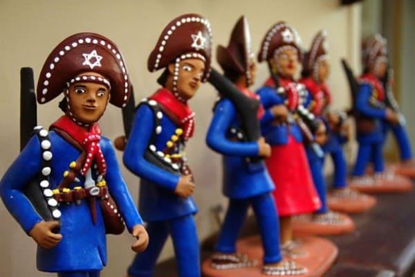 Artesanato Brasileiro: Bonecos de Barro de Caruaru (PE) Foto: Artesanato Brasil