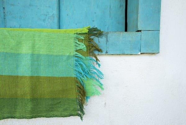 Artesanato Brasileiro: Tapete com tons de verde e azul criados pelo grupo Flores do Carmo Tecelagem Artesanal (foto: Artesol)
