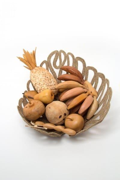 Artesanato Brasileiro: frutas entalhadas na madeira criadas pelo Núcleo Capitania das Fibras (foto: Artesol)