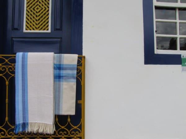 Artesanato Brasileiro: Tapete azul e branco criado pelo grupo Trama Tecelagem (foto: Artesol)