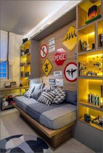 O cinza claro na parede reflete um dormitório moderno