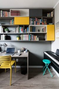 Os pontos em amarelo iluminam a decoração do cômodo