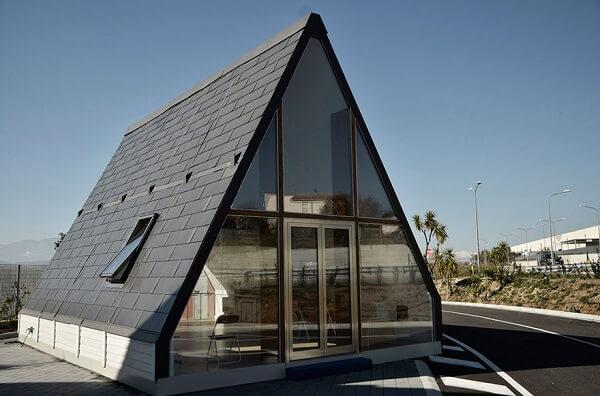 A arquitetura modular que deu vida à casa M.A.Di. foi criada por uma empresa italiana