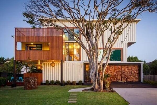 A arquitetura modular vem se destacando no Brasil visto o aumento na procura por containers para construção de imóveis