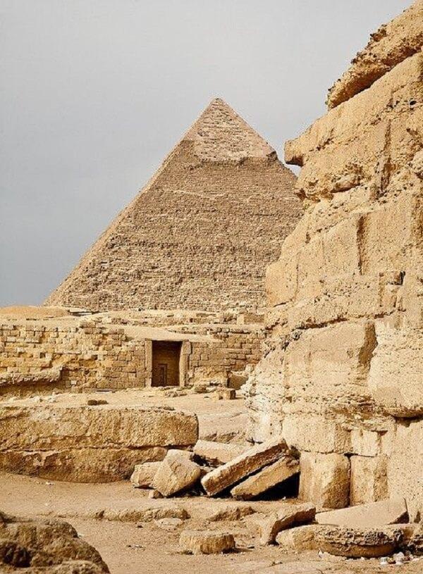 A construção das Pirâmides do Egito revelam que os egípcios possuíam avançados conhecimentos matemáticos