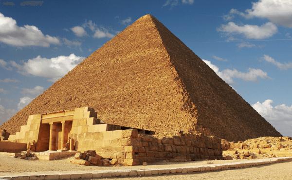 A grandiosidade das pirâmides do Egito e o luxo dos túmulos tem a ver com poder
