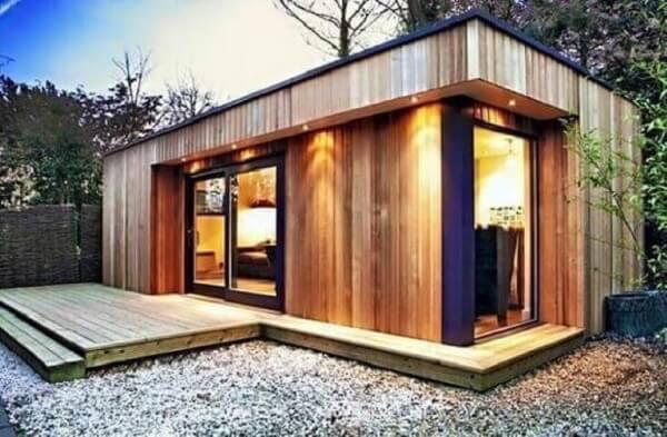 Esse projeto de arquitetura modular materiais fez uso de revestimento em madeira