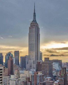 Empire State Building se destaca na paisagem de Nova York foto Pinterest