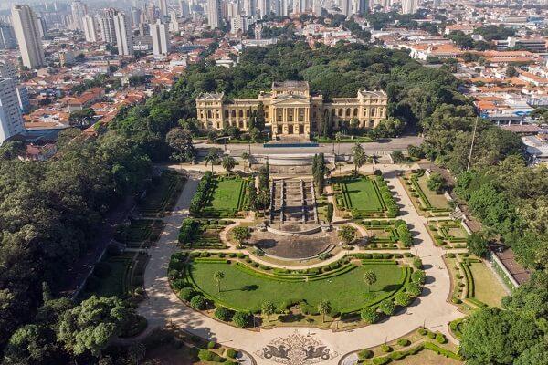 O Parque da Independência é um parque urbano que representa um marco na história de nosso país