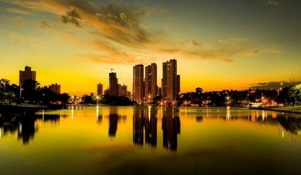 O Parque das Nações Indígenas é um parque urbano com grande lago, localizado em Campo Grande, Mata Grosso do Sul
