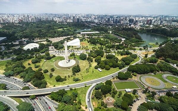 O Parque do Ibirapuera é considerado um dos mais importantes parques urbanos da capital paulista
