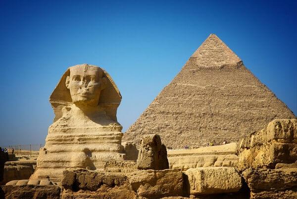 O auge das construções das Pirâmides do Egito é entre os períodos da Terceira e Sexta Dinastia