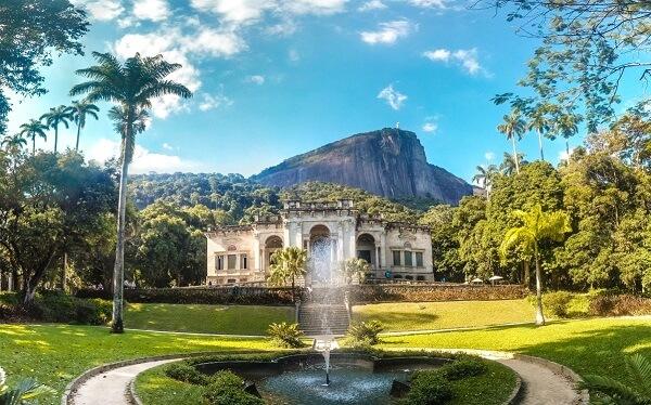O parque urbano Lage é considerado um dos mais belos recantos cariocas