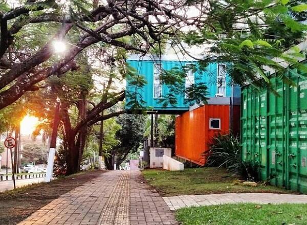 Tetris Container Hostel, o hotel brasileiro feito a partir de 15 containers