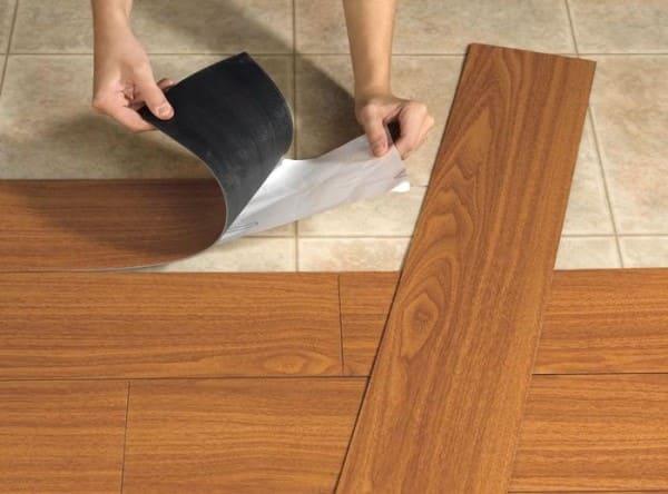Como colocar piso: piso vinílico autoadesivo (foto: Precon Engenharia)