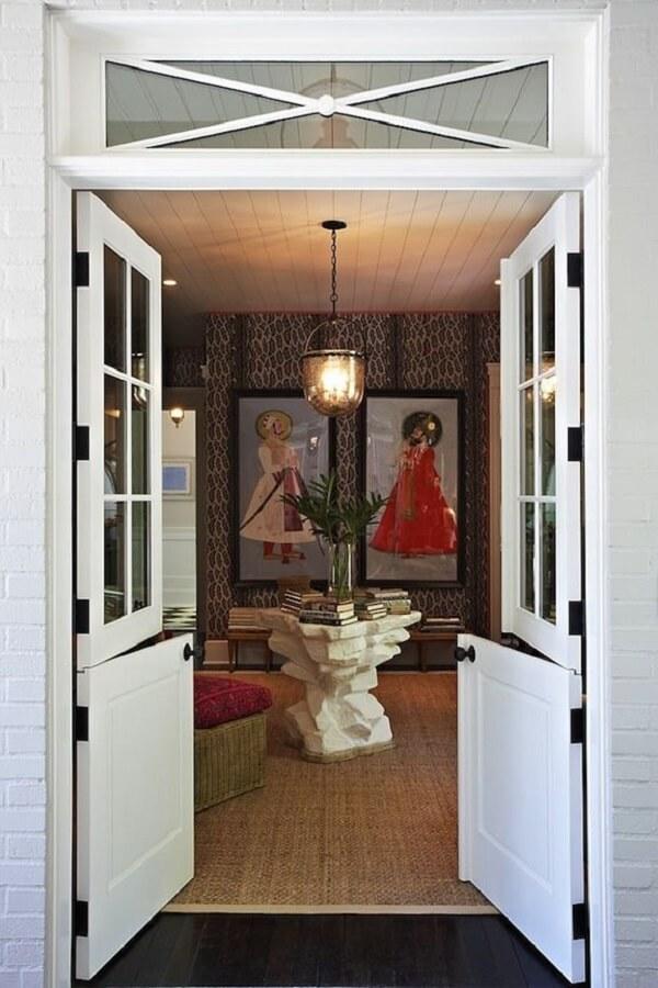 A porta holandesa dupla é muita usada no hall de entrada das casas