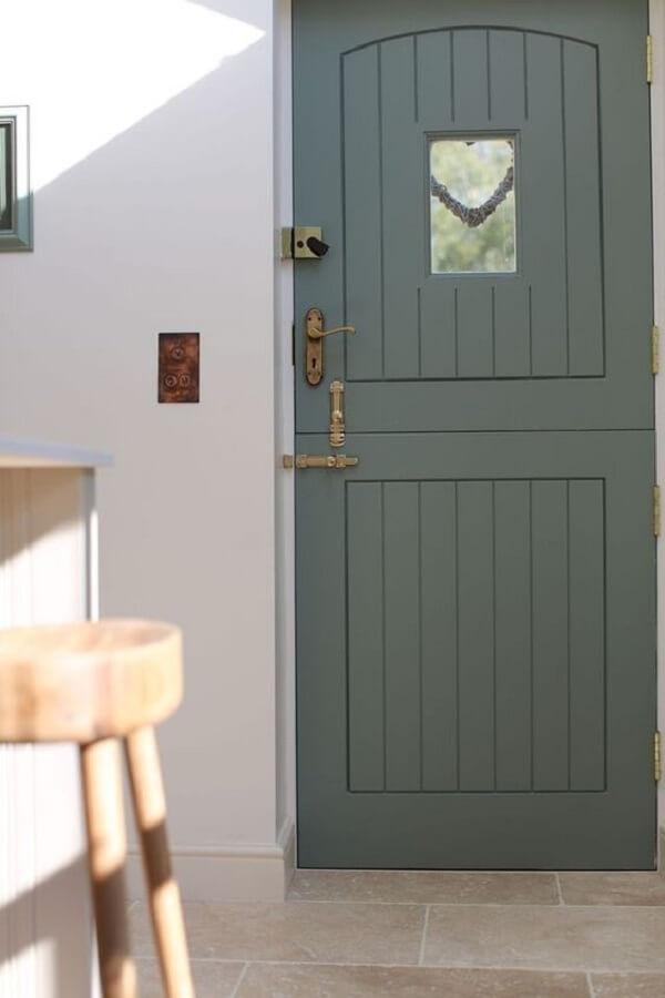 A porta holandesa traz segurança e privacidade para a casa