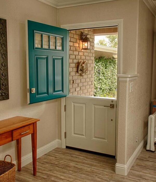 Esse tipo de porta permite que você admire a vista ao redor do imóvel