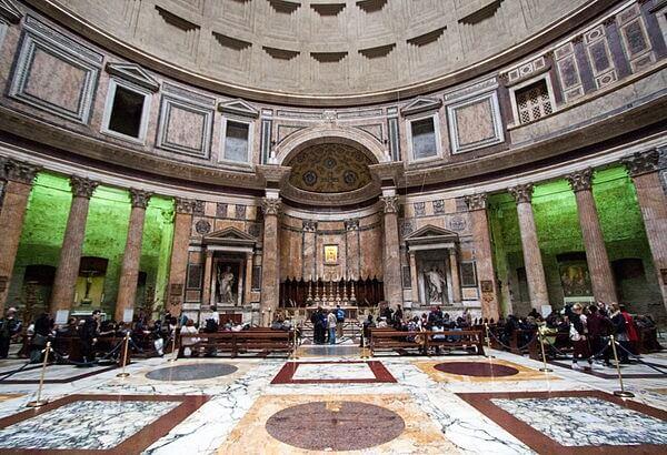 Imagem interna da arquitetura do Panteão Roma
