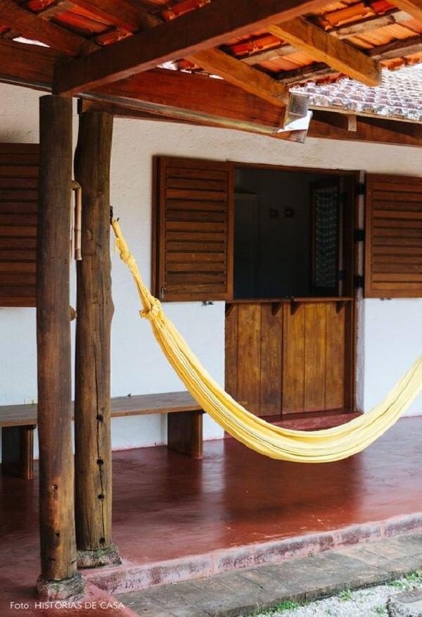 Modelo de porta holandesa com balcão em madeira