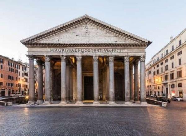 O Panteão Roma conta com uma fachada retangular, composta por 16 colunas de granito de 14 metros de altura