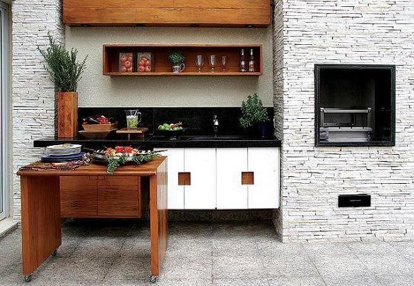 Revestimento para churrasqueira feito com filetes de pedra canjiquinha