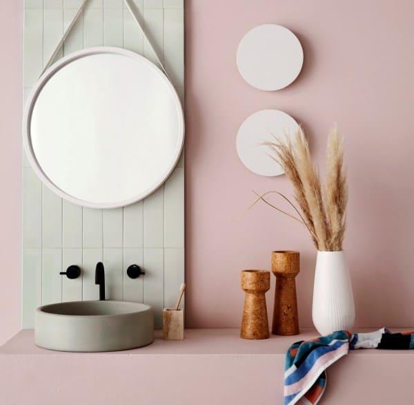 Tendências de Arquitetura e Design em 2021: banheiro decorado no estilo japandi (foto: Pinterest)