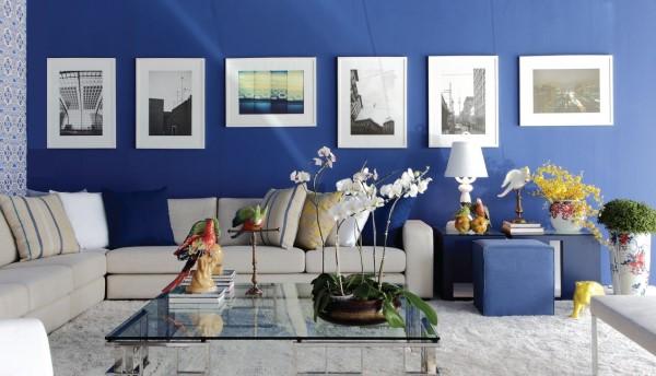 Tendências de Arquitetura e Design em 2021: sala de estar com parede azul (foto: Pinterest)