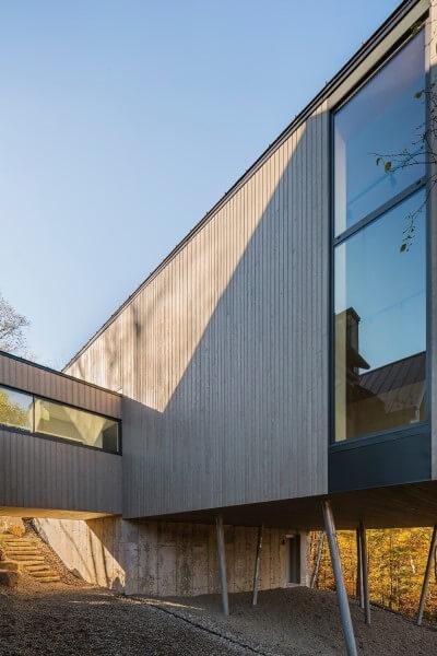 Casa suspensa de madeira em Quebec (projeto: MU Architecture)