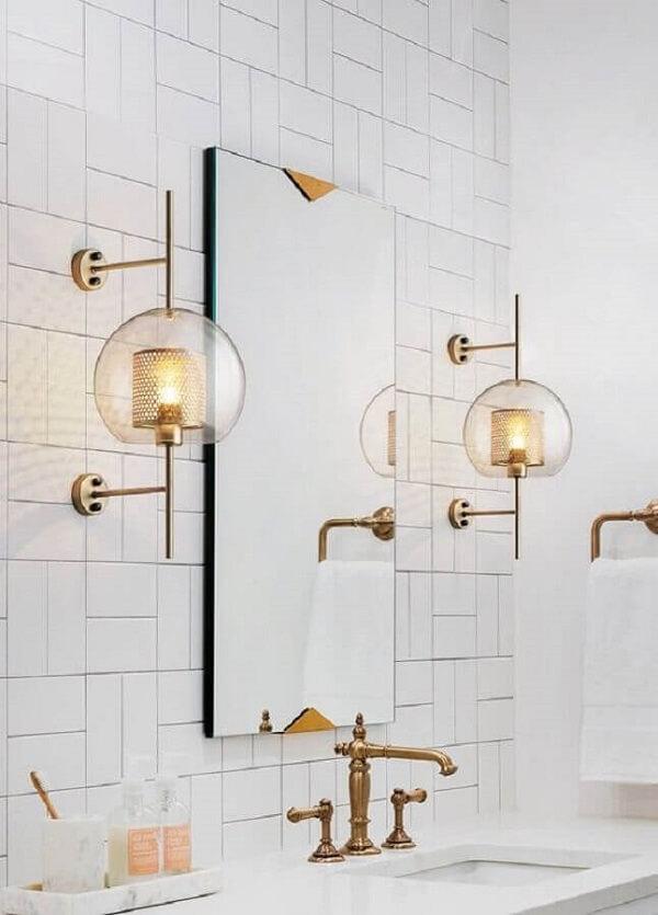 A luminária de banheiro de parede também é conhecida como arandela