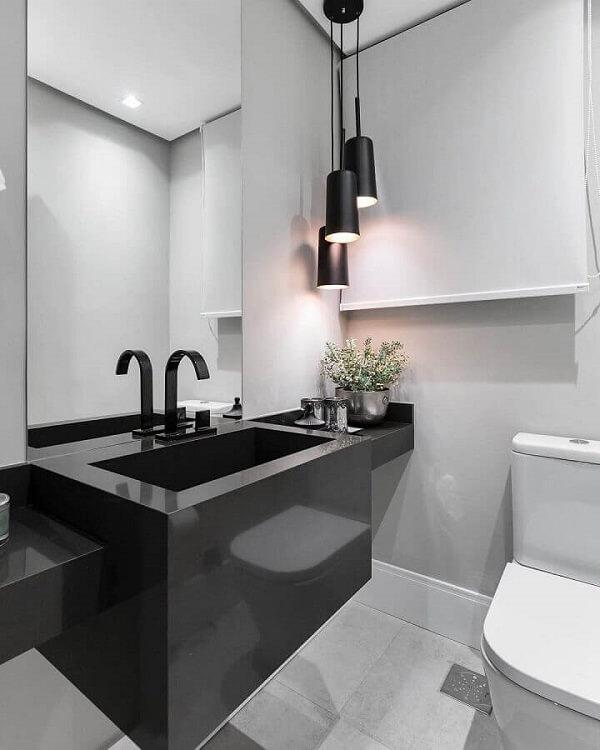 A luminária de banheiro pendente se destaca na decoração