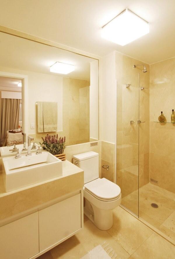 A luminária de banheiro tipo plafon oferece uma iluminação eficiente no local