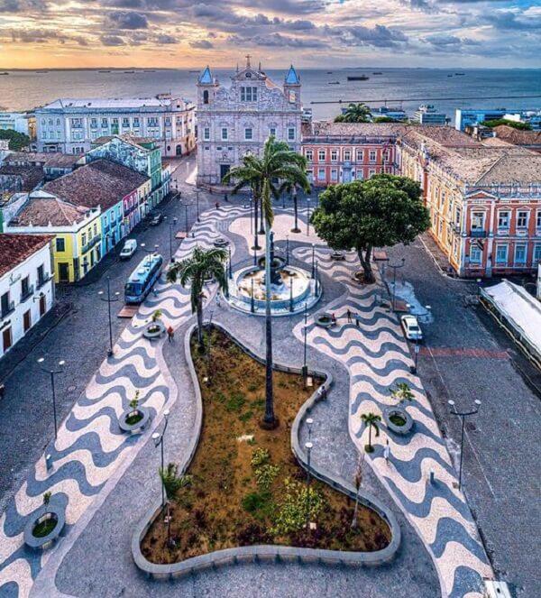 Salvador, como sendo a primeira capital do Brasil foi palco para a mistura de culturas, não à toa que a cidade tornou-se patrimônio histórico