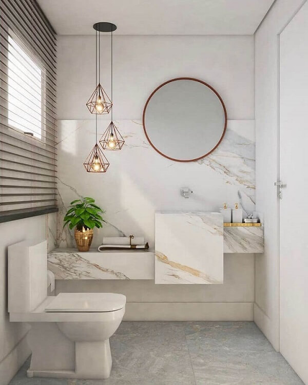 Decoração sofisticada com bancada de mármore planejada e Luminária de banheiro pendente