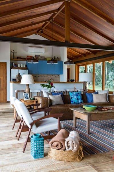 Estilos de casas: casa de campo com sala de estar integrada com cozinha (foto: Casa de Valentina)