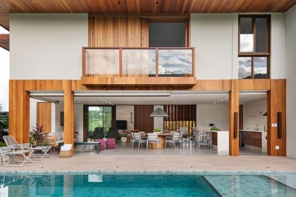 Estilos de casas: casa de praia com piscina e decoração neutra (projeto: Tatiana Campos Melo)