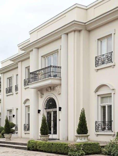 Estilos de casas: fachada com estilo neoclássico (foto: Pinterest)