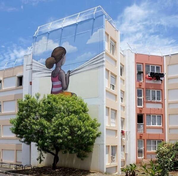 Exemplo de arte urbana que interage com a natureza