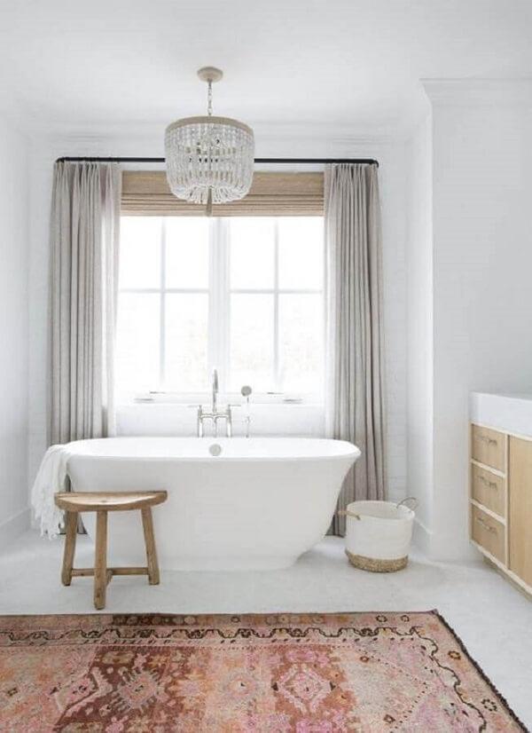 Luminária de banheiro decoração sofisticada com lustre de cristal traz um toque sofisticado ao espaço